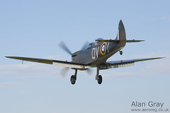 G-CCCA VICKERS SUPERMARINE SPITFIRE T9 CBAF.9590 PRIVATE Historic Flying Ltd - 100905 Duxford - Alan Gray - IMG_3809