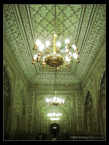 Inside Badshahi mosqueInside Badshahi Mosque