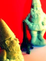 Tribute to Amelie (aliasdafne) Tags: red paris france gnome torre dwarf eiffel amelie ameliepoulain gnomo poulain