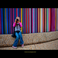 canon 450D vs 5DmkII (stella-mia) Tags: paris france girl canon rainbow colorful photographer young ladefense explore vs photocamera 2470mm explored youngphotographer 450d canon450d canon5dmkii 5dmkii