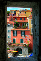 Dall'oscurità ai colori / From the darkness to the colours (Tellaro, Liguria, Italy) (AndreaPucci) Tags: houses summer freedom holidays italia mare estate darkness liguria case coloured vacanze libertà oscurità canoneos400 tellaro colorate canonefs1855mm3556 andreapucci