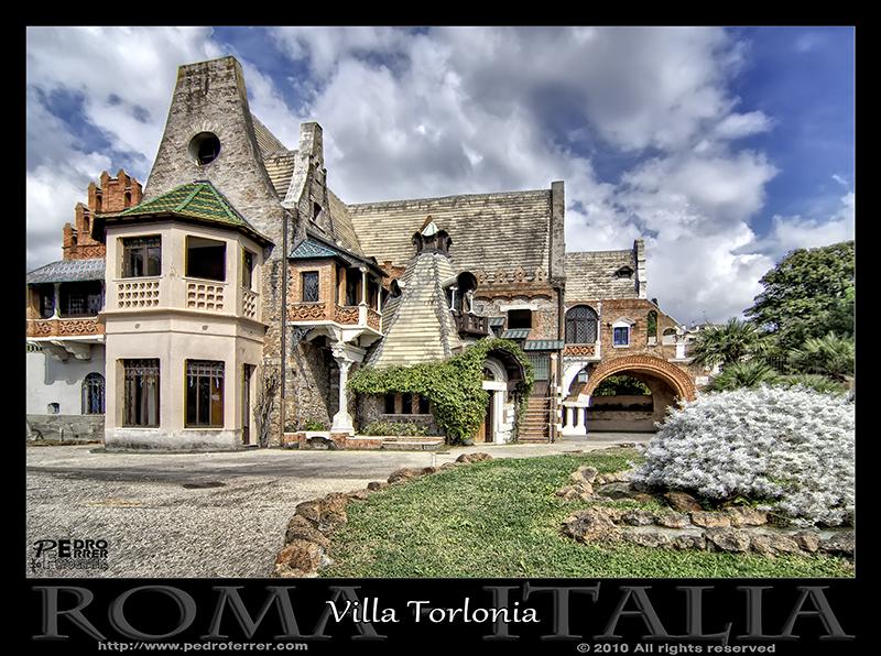 Roma - Villa Torlonia - Casa de las lechuzas 01