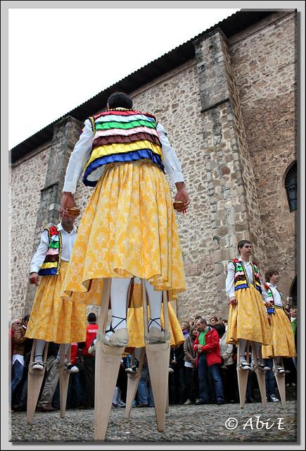 5 Danza en la plaza de la iglesia