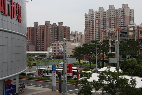 高雄駅前の風景