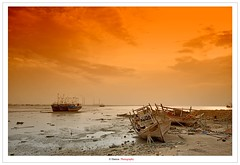 Twilight Momento (Damon | Photography) Tags: sunset sea 2 sun seascape beach grave graveyard set photoshop lens landscape boats boat nikon ship ships wide creative sigma suit explore filter gradient cs kuwait mm rise 1020mm 1020 damon 77 72 hoya clp sigma1020mm 77mm d90 widelens nikond90