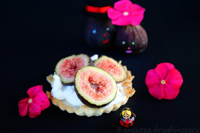 Dolce ai fichi e crema di ricotta con confettura ai petali di rose