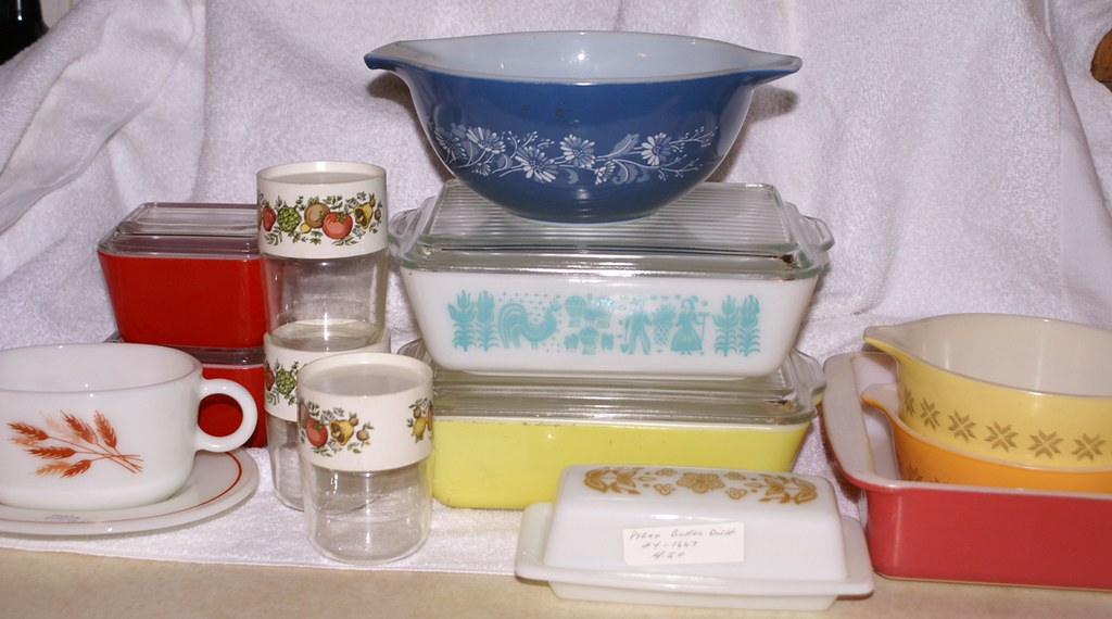 Vintage Pyrex refrigerator dishes, gravy boat, small cannister, and more - Vacation Haul 4