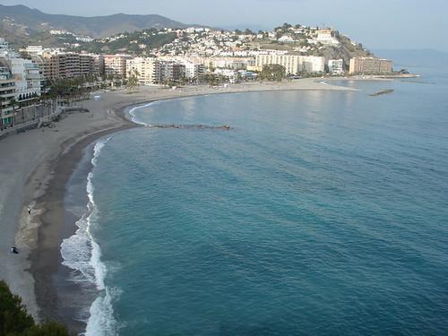 Vista del pueblo y la playa