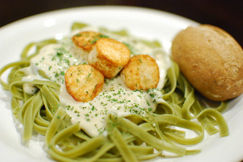 Spinach Fettuccine Alfredo with Tofu Scallops