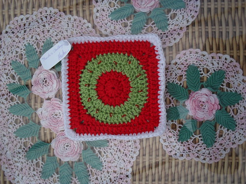 'Mandas Challenge' put a Challenge up on SIBOL. Merchy very kindly took part. Here is her Square! Thanks very much for the Squares Merchy! Gorgeous, really pretty! Her Christmas Challenge to SIBOLETTES!
