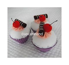 cupcake tecido mod.9 (Cupcakes de tecido Cupcakeland) Tags: cupcakes decorao presentes sache lembrancinhas alfineteiro agulheiro cupcakefeltro docesdefeltro cupcakedetecido lembranaparach lembranaparacasasamento docesemfeltro docesemtecido