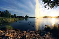 Chilly sunset (Timo Erkkilä) Tags: blue sunset sky lake water fountain birds canon finland landscape evening raw sigma flare chilly 1020 järvenpää starburst xsi jarvenpaa 450d timoerkkilä timoerkkila