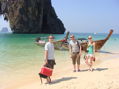 Railey Beach - Pappa, Ida och jag (holyredbeard) Tags: beach thailand krabi raileybeach