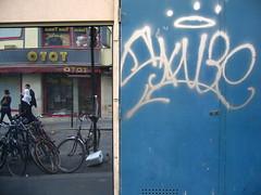 OTOT - Ma Vie aquatique (Gabri Le Cabri) Tags: blue people paris reflection bicycle shop graffiti mirror fotolog series 75018 toto skube paris18 mavieaquatique