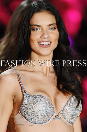 adriana lima victoria secret fashion show 2010. Adriana Lima: 2010 Victoria#39;s