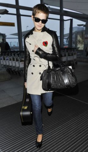 Emma_Watson_Burberry_Bespoke_Coat_Winter_Storms_Bag
