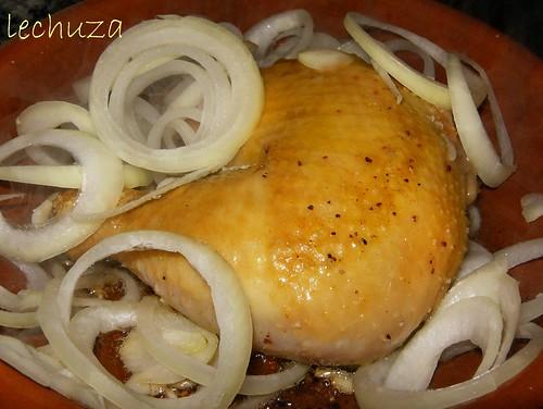 Pollo con garbanzos-añadir cebolla