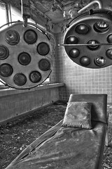 Ready for operation (Maron) Tags: two berlin abandoned lamp germany bench technology pillow tiles operation urbex supermarion marionnesje twphch twphch080 sovietclinic