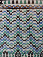 Sevilla: Real Alcazar (Nigel Turner) Tags: sevilla spain seville andalucia moorish islamicarchitecture mudejar moorisharchitecture realalcazar islamictiles palaceofpedroi islamicspain mudejararchitecture moorishspain royalalcazar salondeembajadores moorishtiles sevillealcazar mudejartiling pedro1stpalace roomoftheambassadors mudejarseville sevillemudejar