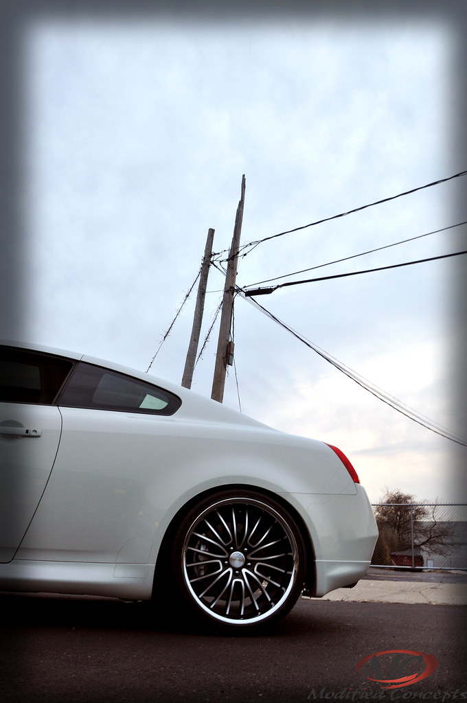 2009 INFINITI G37S FITTED WITH CONCEPT ONE EXECUTIVE RS-20