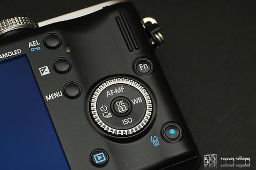 Samsung_NX100_exterior_12