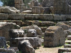 Howls of the past / Aullidos del pasado (SantiMB.Photos) Tags: cruise sculpture face greek ancient ruins stones cara escultura greece grecia ruinas olympia antiguo zenith piedras 2010 crucero olimpia pullmantur ml40
