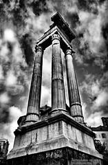 Tempio di Apollo (Arsumigli aka Papi) Tags: bw italy white black rome roma ruins italia columns bn apollo bianco nero colonne rovine tempio romane singleexposurehdr 1shothdr arsumigliakapapi