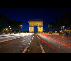 rush hour (millan p. rible) Tags: longexposure paris france rushhour bluehour arcdetriomphe dri uwa avenuedeschampslyses charlesdegaulletoile canonef1635mmf28liiusm canoneos5dmarkii arcdetriomphedeltoile