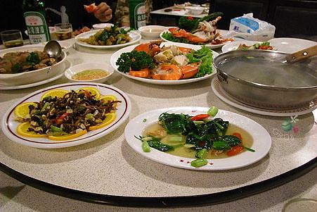 一整桌的菜