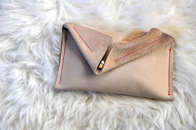 cream wallet