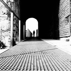 open-door day (moltofredo) Tags: bw black white sw schwarz weiss noiretblanc monochrome street streetlife streetphotography silhouette human urban perspektive perspective