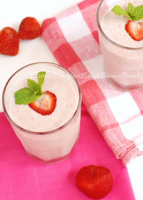 Breakfast Strawberry Banana Oatmeal Smoothie
