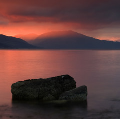 Sunset & rock (Rich3591) Tags: pink sunset red mountains green yellow scotland rocks explore strathclyde holyloch theclyde challengeyouwinner coastuk justpentax pentaxk20d dragondaggeraward cccunanimous welcomeuk