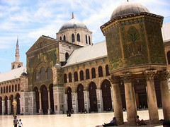 SYRIEN - Damaskus , Umayyaden-Moschee, Sdseite mit Hauptportal, der Al-Nissr-(Adler-) Kuppel (roba66) Tags: travel minaret islam middleeast mosque explore arabia syria damascus damas siria voyages damaskus syrien moschea syrie damasco moschee umayyadmosque dimashq minarett omayyadenmoschee ommayadmosque omayaden absolutelyperrrfect roba66 urlaub2010 vordorient umoyyad umayyademoschee mosquedesomayyades