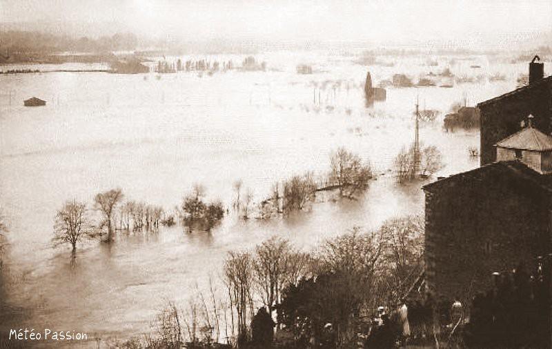 plaine inondée par la crue de l'Orb à Béziers en 1907