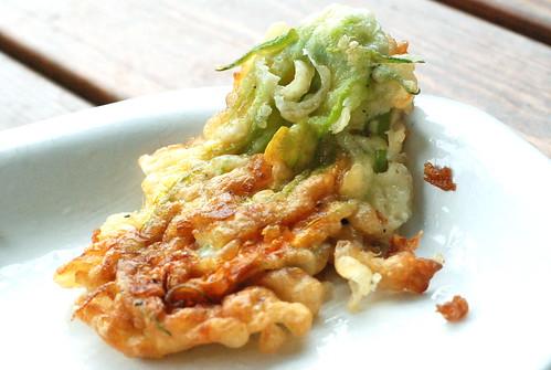 praetud suvikõrvitsaõis/fried zucchini flower