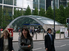 Work/life balance (FrMark) Tags: street uk england people man men london thames architecture buildings office commerce britain candid capital business gb docklands british unposed canarywharf trade unsuspecting londonist