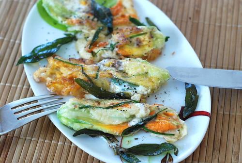 täidetud suvikõrvitsaõied/filled zucchini flowers