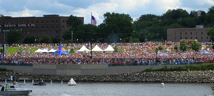 Crowd at Harriet Island