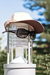 ndt 01 (la.jue) Tags: germany deutschland dresden hut sachsen brille laterne 2009 schule hochschule palucca basecap nichtsdestotrotz tanzpädagogik lajue larsjüngling