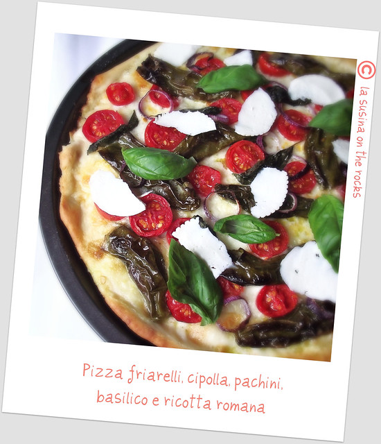 pizza friarelli, cipolla, pachini, basilico e ricotta romana