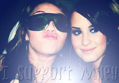 Memi (I support Miley <3 3.0) Tags: she old justin sexy me photoshop that kept real found this was 1 back friend do with im anyone no think nick picture pic myspace 2006 it her u what whatever but didnt said cyrus sent jonas without telling rare hacked kidding bieber miley sombody mileys suuuuuper