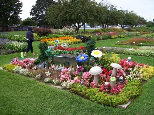 Prescott Park and Fuller Gardens, NH: gardening — LiveJournal