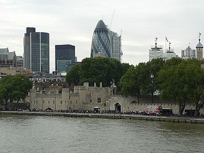 l'oeuf et la tour de Londres.jpg