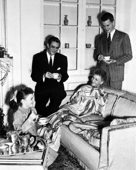 Mary Martin with daughter, husband and son, Larry Hagman