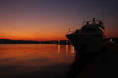 tranquility (Vassilis Adamopoulos) Tags: light port magic ships corinth ambient λιμανι πλατεια φωσ φλοισβοσ κορινθοσ πηγασοσ ξημερωμα