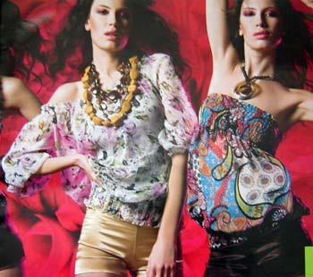 blusa colorida verão