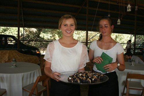 Women serving Figs