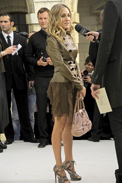 SS11_London_Burberry Prorsum Women's017_Front Row_Sarah Jessica Parker(VOGUEcom)