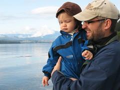Miehet rannalla (Riikka's photos) Tags: sointula kanada canada malcolmisland malkosaari vancouverisland bc